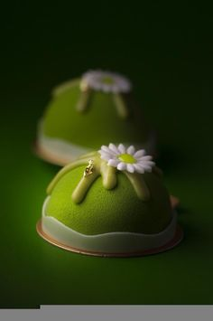 Thomas Trillion - Akina, matcha green tea biscuit base with mango compote and matcha tea mousse Mini Cakes, Cupcake Cakes, Dessert Presentation, Pastry Art, Beautiful Desserts, Fancy Desserts, Mousse Cake, Japanese Sweets, French Pastries