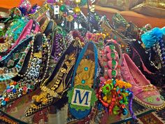 krewe of muses shoes An all ladies parade in New Orleans who's signature throws along the parade route include hand decorated high heals Visit New Orleans, New Orleans Louisiana, Muses Shoes, Parade Route, New Orleans Mardi Gras, Mardi Gras Decorations, Mardi Gras Costumes, Mardi Gras Party, Decorated Shoes