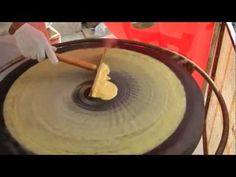 Beijing jianbing (北京煎饼) - China Eats series 2011 - YouTube