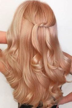 Trendy Hair Color Picture DescriptionRose gold hair color will definitely make you stand out, creating a girlish and vivid image. Is going rose gold for you?Let's find out! Blond Rose, Strawberry Blonde Hair Color, Brown Blonde Hair, Blonde Rose Gold Hair, Purple Hair, Copper Blonde Hair, Baby Blonde Hair, Neutral Blonde, Bronze Hair