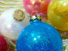 DIY, ornament, holiday, sparkle, glitter, clear glass ornament, future floor wax, project,