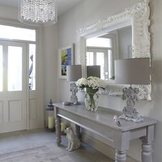 Gorgeous entrance display & mirror