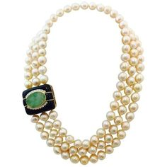 Pre-owned 1980s Custom Triple Row Freshwater Baroque Pearls And Onyx... (261.480 RUB) ❤ liked on Polyvore featuring jewelry, necklaces, green, fine jewelry, gold jewellery, onyx necklace, triple strand necklace and gold jewelry