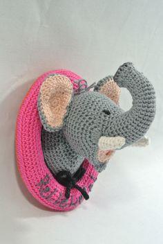 Haak je eigen wandbord met je eigen tekst er op! Dit is ollie olifant ... ook gehaakt met paard, koe, muis en eland haakpret