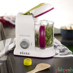 Moms: you can totally make your baby's food with one hand tied behind your back. Introducing the BÉABA France Babycook Pro! One buttom steams, blends, and reheats up to 4.7 cups of perfectly fresh food in 15 minutes or less.  http://www.pishposhbaby.com/beaba-babycook-pro-latte-mint.html