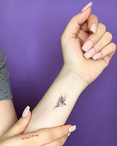 If you truly want to wear your heart on your sleeve, then the wrist should be the canvas for your next tattoo. A flat plane fairly easy to tattoo, the wrist is Tattoo 55 Tiny, Chic Wrist Tattoos That Are Better Than a Bracelet Hand Tattoos, Tiny Wrist Tattoos, Neue Tattoos, Little Tattoos, Body Art Tattoos, Cool Tattoos, Tattoo Small, Tiny Bird Tattoos, Bird Tattoo Wrist
