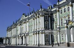 Located on the bank of the Neva River, the Winter Palace in St. Petersburg, Russia was built between 1754 and 1762 as the winter residence of the Russian tsars.   Designed by Bartolomeo Rastrelli, the Baroque-style. Catherine the Great was its first royal lodger. Russia. Photography. 2004.  (Photo by Imagno/Getty Images)  [Erbaut zwischen 1754 und 1762 am Ufer der Neva, diente der palast als Winterresidenz der Russischen Zaren. Entworfen wurde der Winterpapalst von Bartolomeo Rastrelli…