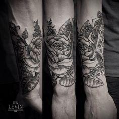 Flower tattoo by Ien Levin. Instagram — @ien_levin