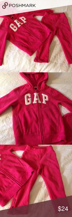 Gap Logo toddler fleece set Lightly used and in great condition. Fleece material to keep your little one warm. Made by Gap, super re soft and comfy! gap Matching Sets