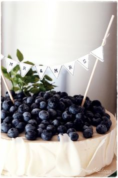 Blueberry Cheesecake with a banner :) We should make sure your dessert table is cute as fook!