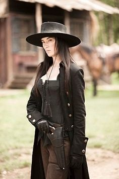 A new Western TV series has launched on CBC, the Canadian national broadcaster. Strange Empire premiered on October and focuses upon three very different women in the 1869 border region of Mont… Steampunk Accessoires, Mode Steampunk, Westerns, Cow Girl, Costumes Western, Cowgirl Costume, Wild West Costumes, Katharine Ross, Estilo Country