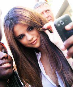 Selena gomez-love that hair color Selena Gomez Tumblr, Selena Gomez Hair, Marie Gomez, Her Hair, Hair Cuts, Hair Beauty, Beauty Tips, Hair Color, Girly