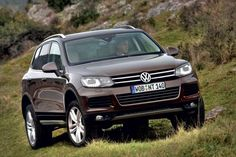 Внедорожник Volkswagen Touareg 2 поколения. За три недели до открытия Женевского автосалона 2010, компания Фольксваген представила официальные фото нового внедорожника Volkswagen Touareg 2 поколения в...