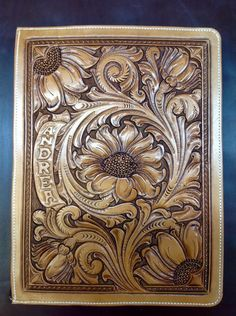 Tooled Leather Purse, Leather Art, Leather Books, Custom Leather, Leather Tooling, Leather Engraving, Leather Carving, Metal Engraving, Leather Bible Cover