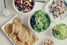 Veganska plättar med gröna tillbehör