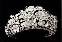 Tiara with sapphires and diamonds belonging to the Duchess Isabella of Genoa, nee Elisabeth of Saxony, mother of Queen Margherita of the House of Savoy. (Isabella was the niece of the Princess Augusta who married Eugen Beauharnais, mother of Queen Josefina of Sweden, who herself was the source of so many Scandinavian crown jewels.) Possibly a gift from the duchess to Margherita on marriage to Prince Umberto of Savoy. Disassembles into five brooches.