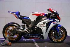 fave 'blade ever: HRC Suzuka racer. Honda Motors, Honda Bikes, Course Moto, Honda Fireblade, Womens Motorcycle Helmets, Motorcycle Girls, Racing Motorcycles, Racing Bike, Vintage Motorcycles
