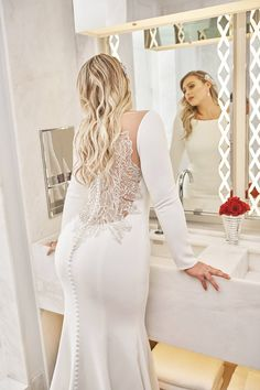 70 Stunning Plus Size Wedding Dresses for Brides - Plus Sized Dress - Ideas of Plus Sized Dress - Style 8936 by Justin Alexander Plus Size Wedding Dresses With Sleeves, Dress Plus Size, Fit And Flare Wedding Dress, Wedding Dress Sleeves, Simple Dresses, 2018 Wedding Dresses Trends, Western Wedding Dresses, Bridal Dresses, Wedding Gowns