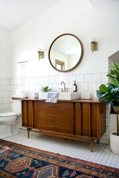 Vintage modern bathroom design with a mid-century modern chest as a vanity, a Modern Vintage Bathroom, Mid Century Modern Bathroom, Modern Bathroom Decor, Budget Bathroom, Modern Room, Bathroom Furniture, Bathroom Interior, Small Bathroom, Mid-century Modern