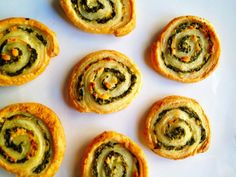 Quick Holiday Appetizer ~ Spinach and Feta Puff Pastry Swirls Holiday Appetizers, Yummy Appetizers, Food Porn, Yummy Food, Tasty, Delicious Recipes, Spinach And Feta, Mozzarella, Food And Drink