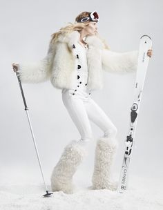 These all over fur boots are to die for! Great way to look by the fire. Snow Fashion, Fur Fashion, White Fashion, Womens Fashion, Dolly Fashion, Sporty Fashion, Pantalon Ski, Ski Wear, Fur Boots