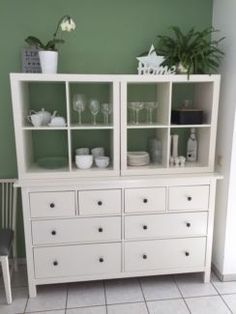 Ikea Hemnes e 2 Kallax in Kr. Ikea Hemnes & 2 Kallax in Kr. Dachau Odelzhausen Ci so. Ikea Closet Hack, Ikea Kallax Hack, New Swedish Design, Ikea Storage, Ikea Furniture, Furniture Design, Home Decor Accessories, Cheap Home Decor, Home Remodeling