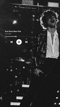Harry Styles Lockscreen, Harry Styles Wallpaper, Aesthetic Iphone Wallpaper, Aesthetic Wallpapers, Make A Photo Collage, Architecture Concept Drawings, Harry 1d, Harry Styles Pictures, Black And White Aesthetic