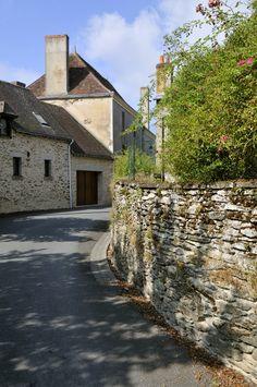 #eguzon #village #etape #village #etape #indre #centre #ombre #muretenpierre #moellons #ombresurmuret