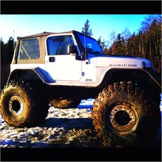 Jeep rubicon. love<3 Now those are tires! Wow