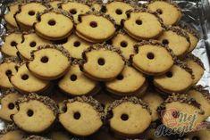 Arašídový ježek - top vánoční cukroví   NejRecept.cz Snacks, Doughnut, Cookies, Food, Top Recipes, Ginger Beard, Biscuits, Homemade, Crack Crackers