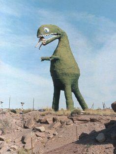 Papir mash možná takovyto naplněny bombonama a nebo proste jen dekorace Sheldon The Tiny Dinosaur, Dinosaur Images, Dinosaur Pictures, Bazar Bizarre, Dinosaur Background, Monocycle, Dinosaur Wallpaper, Roadside Attractions, Tyrannosaurus