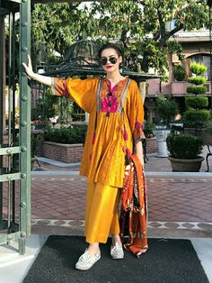 Minal khan My favorite Pakistani Fashion Casual, Pakistani Dresses Casual, Pakistani Dress Design, Indian Fashion, Casual Dresses, Stylish Dresses For Girls, Girls Dresses Sewing, Kurta Style, Pakistani Couture