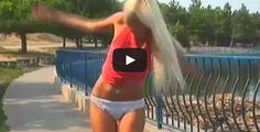 Angeloweb: (VIDEO) Un Pescatore Le Strappa Via La Gonna Con L...