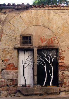 Portas...#peloMundoafora * #Arte - Árvore *