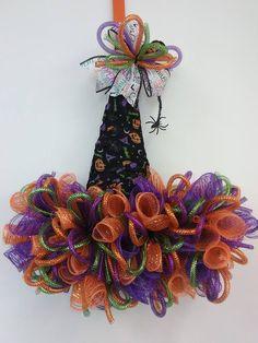 Halloween Magic, Halloween Trees, Halloween Home Decor, Diy Halloween Decorations, Halloween Crafts, Fall Ribbon Wreath, Mesh Ribbon Wreaths, Fabric Wreath, Wreath Crafts
