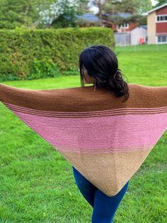 Chal Meraki Crochet Cardigan, Knitted Shawls, Crochet Shawl, Picnic Blanket, Outdoor Blanket, Meraki, Shawls And Wraps, Cross Stitch, Clip Art