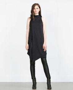 Image 1 de T-SHIRT LONG ASYMÉTRIQUE de Zara