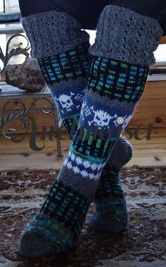 Anelmaiset with Skulls Skull Leggings, Womens Slippers, Leg Warmers, High Socks, Ravelry, Knit Crochet, Crochet Patterns, Crafty, Wool