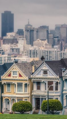 Victorian Houses In Alamo Square San Francisco California USA #iPhone #5s #Wallpaper