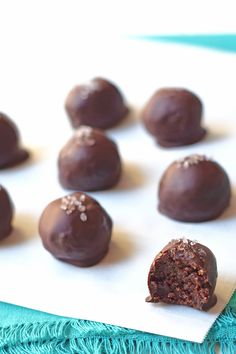 Healthy Dark Chocolate Truffles - You'd never guess the healthy secret ingredient in this decadent dessert! Vegan, paleo, naturally sweetened, and delicious!