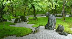 Japanese Garden With Boulders And Mosses : Growing Moss In An Outdoor Garden If you want to grow moss in your outdoor garden, here are several information for you. If moss already grows in your outdoor garden, cultivating more comes easily. Zen Rock Garden, Small Japanese Garden, Zen Garden Design, Japanese Garden Design, Moss Garden, Landscape Design, Japanese Gardens, Forest Garden, Temple Gardens