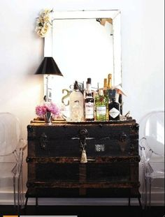 Love the look of this vintage trunk as a bar