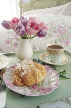 Lovely afternoon tea time and tulips by All Things Shabby and Beautiful Coffee Break, Coffee Time, Tea Time, Morning Coffee, Sunday Morning, Retro Cafe, Breakfast In Bed, Romantic Breakfast, Perfect Breakfast
