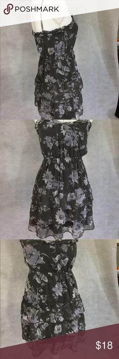 American Eagle Outfitters Dress Floral chiffon dress with 3 teared skirt. Dress has adjustable spaghetti straps. Fun easy to wear and machine washable. From smoke free home. American Eagle Outfitters Dresses Mini