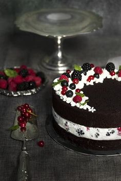 Torta cioccolove Berry Chantilly Cake, Sweet Recipes, Cake Recipes, Confort Food, Sweet Corner, Beautiful Desserts, Brownie Cake, Drip Cakes, Sweet Cakes