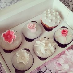 #wedding #cupcakes #monffiny #sweets #fondantflowers #fondantrose #weddingcake #weddingdecoration #fondant