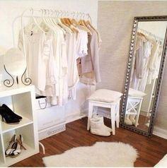 This is what I want for my room, a clothing rack! Boutique Interior, Ikea Mulig, Closet Minimalista, Closet Bedroom, Bedroom Decor, Closet Mirror, Ideas Habitaciones, Dream Closets, Closet Designs
