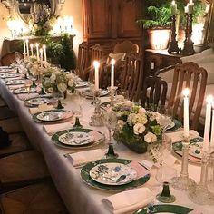 #designretreat with @kathrynmireland Thank you for a wonderful evening @antiqueslydiedubray and thank you to @lisaburdus @thomashamel @bellemagazineau @melissa_penfold @champagnepommeryau @katering #wedgewood