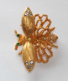 Hattie Carnegie Bug - Upload to Mink Road 2015 Mink, Costume Jewelry, Brooches, Bugs, Jewelry Accessories, Vintage Fashion, Insects, Jewels, Brooch