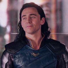 Marvel Comics, Loki Thor, Loki Laufeyson, Marvel Avengers, Thomas William Hiddleston, Tom Hiddleston Loki, Bucky Barnes, Loki Aesthetic, Loki God Of Mischief